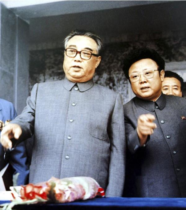 Bí mật ẩn sâu trong bộ trang phục kinh điển và kiểu tóc trứ danh của lãnh đạo Triều Tiên: Kim Jong-un-9