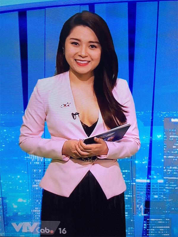 BTV truyền hình Việt gây sốc với trang phục quá gợi cảm khi dẫn chương trình-3