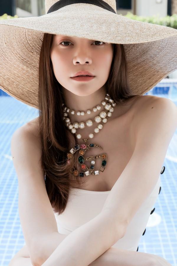 Hoa hậu nghèo Đỗ Mỹ Linh đụng hàng đồ tắm với nữ hoàng giải trí Hồ Ngọc Hà và BB Trần: ai đẹp hơn ai?-7