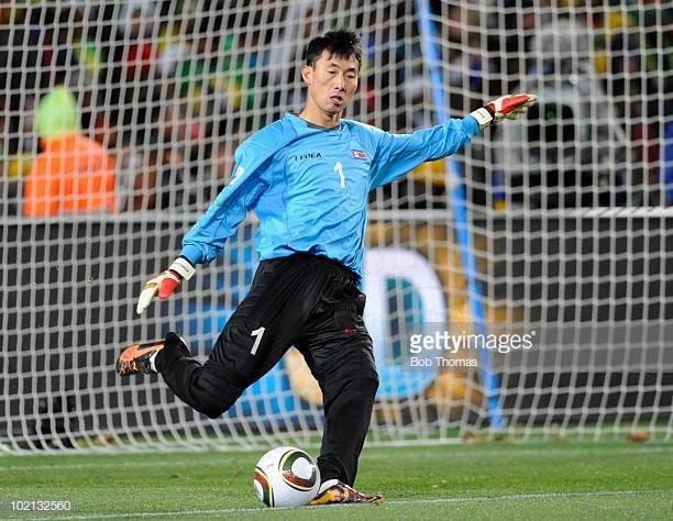 Từng dự World Cup, nhưng Triều Tiên lại được fan Việt nhớ đến vì một thủ môn kỳ quặc-2