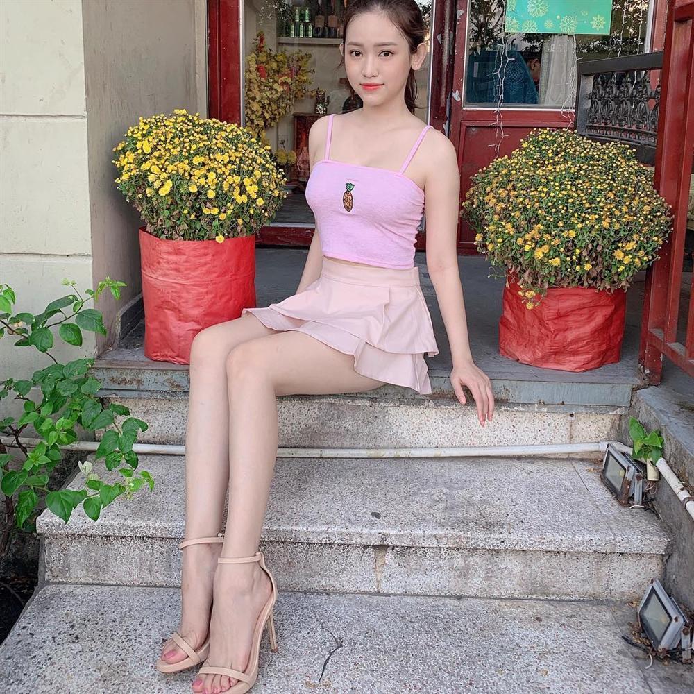 Khoe street style mà Thúy Vi ăn mặc mát mẻ như đi biển, Đức Phúc trưng đồ hiệu mà như diện túi nilon đựng rác-3