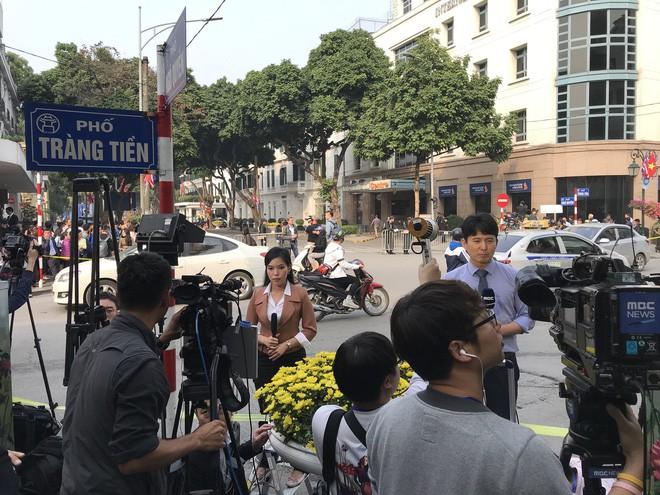 Độc đáo những trường quay siêu thực của phóng viên quốc tế tại kì thượng đỉnh Mỹ-Triều-8
