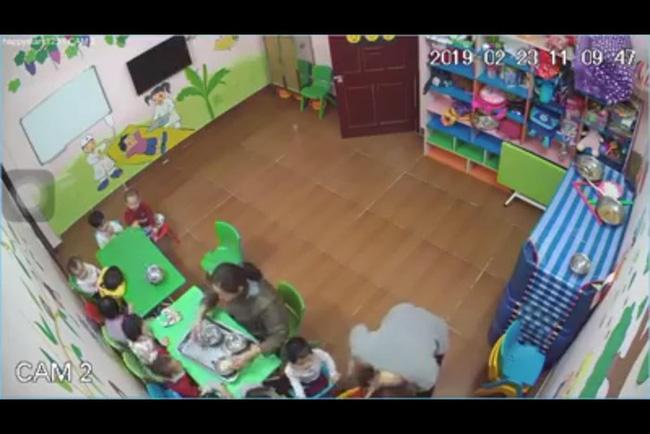 Cô giáo trông trẻ ở Hà Nội tát liên tiếp vào mặt trẻ vì không chịu ăn: Đóng cửa trường mầm non Happy Stars-1