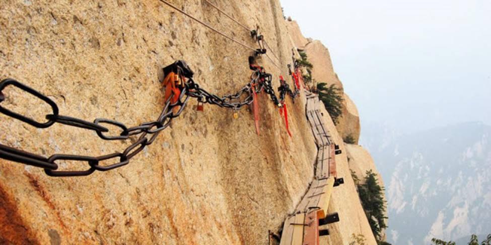 Việt Nam góp 2 đại diện trong top những cây cầu đáng sợ nhất thế giới-7