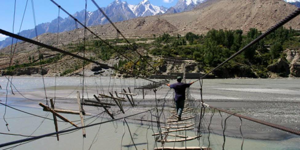Việt Nam góp 2 đại diện trong top những cây cầu đáng sợ nhất thế giới-8