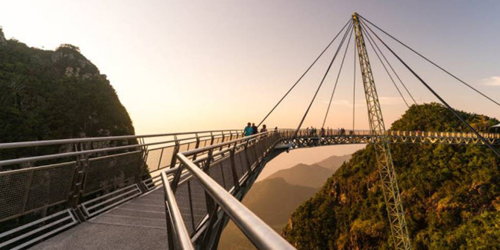 Việt Nam góp 2 đại diện trong top những cây cầu đáng sợ nhất thế giới-11