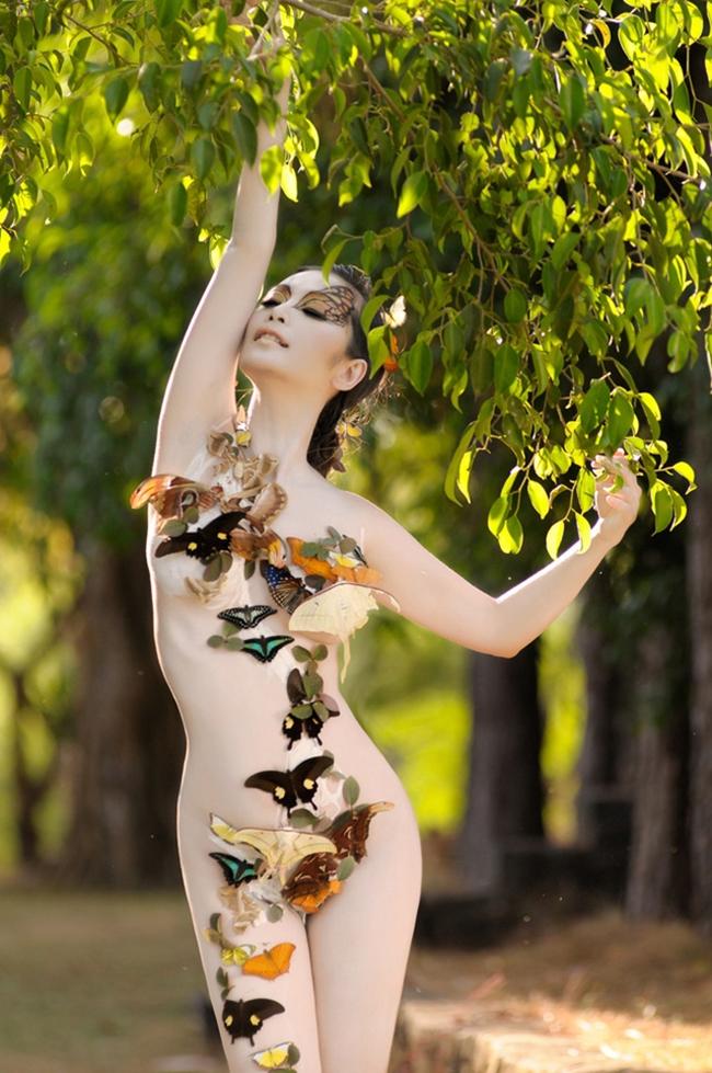 Nữ ca sĩ vẽ body painting sexy, lấy chồng hơn 8 tuổi giờ ra sao?-1