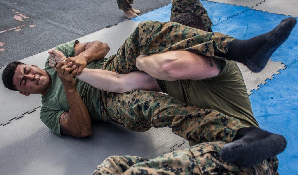 Vén màn khả năng thực chiến của lính Mỹ: Thân thủ nhanh kinh hoàng, một đấm hạ đệ nhất võ thuật Trung Quốc-2