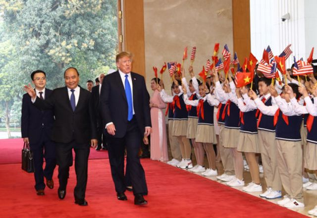 Ngôi trường có 100 học sinh đón Tổng thống Donald Trump-1