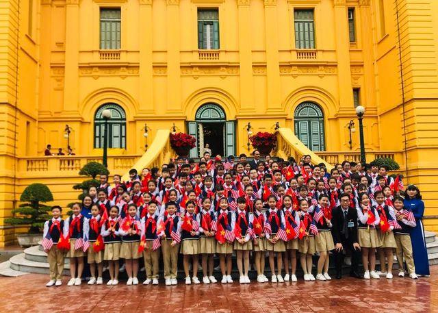 Ngôi trường có 100 học sinh đón Tổng thống Donald Trump-2