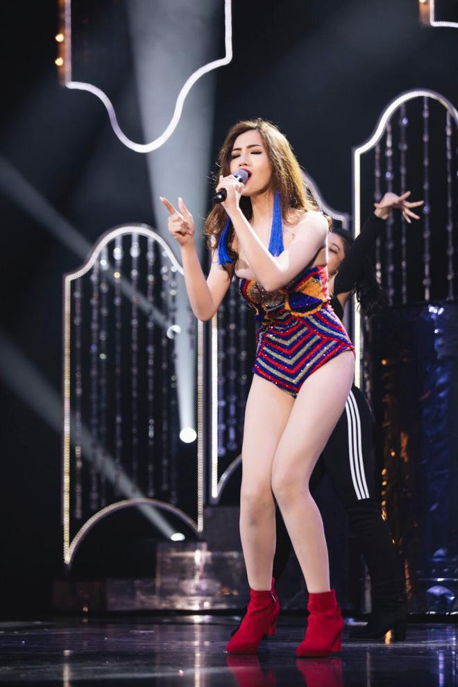 Trang phục gợi cảm, gây tranh cãi của đại diện Việt Nam tại Hoa hậu Chuyển giới-8