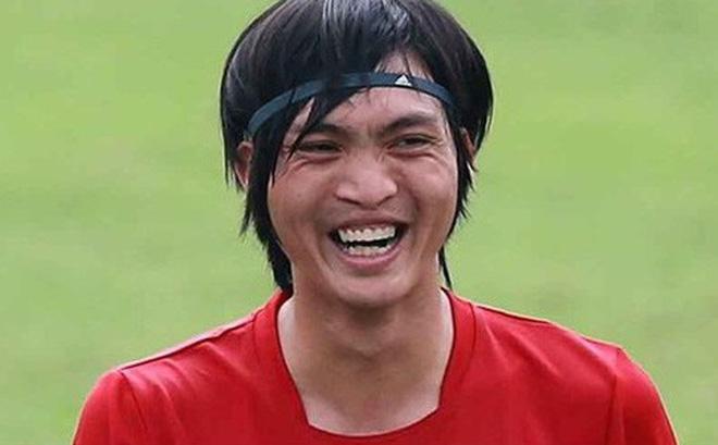 Tuấn Anh và nụ cười ấm áp sau cú đánh nguội của đối thủ-1