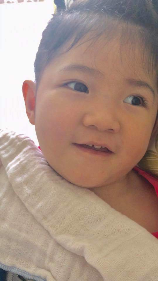 Hình ảnh mới nhất của bé gái Lào Cai bị suy dinh dưỡng: Cằm nhọn, cao lớn không nhận ra-9