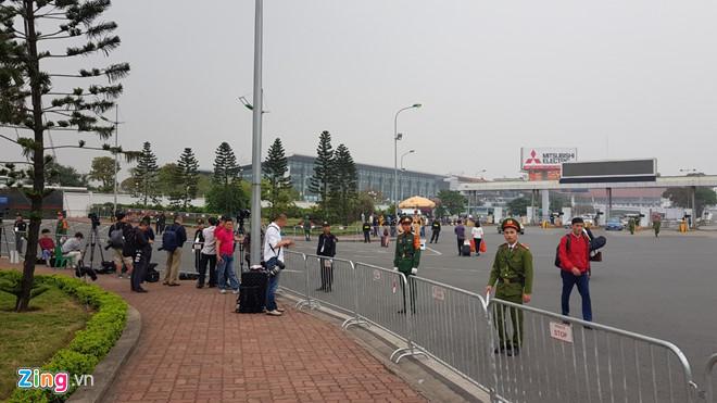 Tổng thống Trump lên Air Force One rời Nội Bài-14