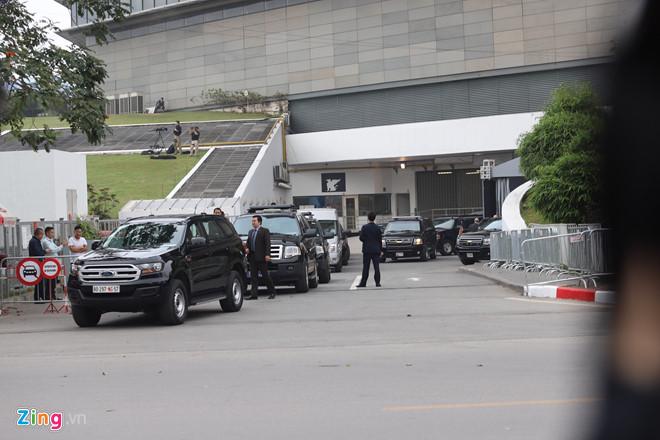 Tổng thống Trump lên Air Force One rời Nội Bài-24