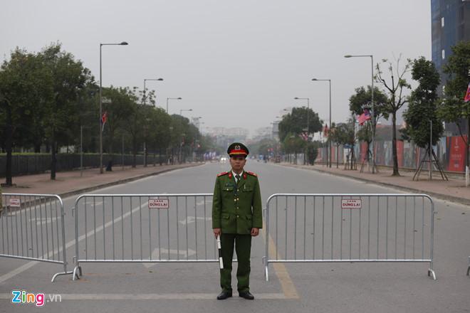 Tổng thống Trump lên Air Force One rời Nội Bài-19