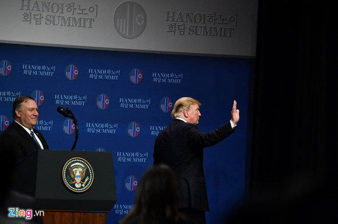 Tổng thống Trump lên Air Force One rời Nội Bài-25