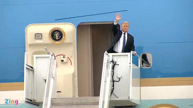 Tổng thống Trump lên Air Force One rời Nội Bài-7
