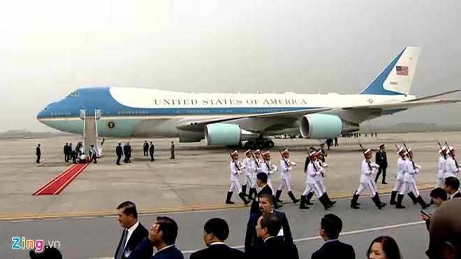 Tổng thống Trump lên Air Force One rời Nội Bài-8