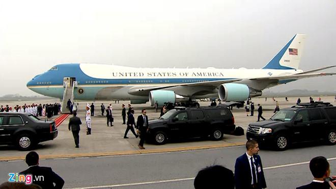 Tổng thống Trump lên Air Force One rời Nội Bài-6