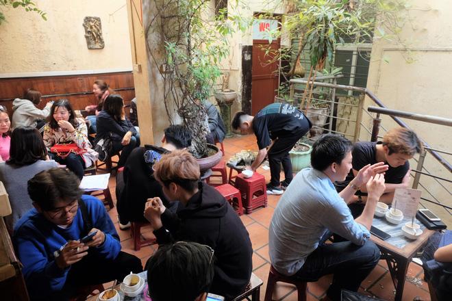 Chủ cafe Giảng: Khách đông khủng khiếp, không tính nổi bán bao nhiêu cốc đợt thượng đỉnh-3