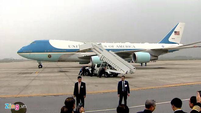 Tổng thống Trump lên Air Force One rời Nội Bài-4