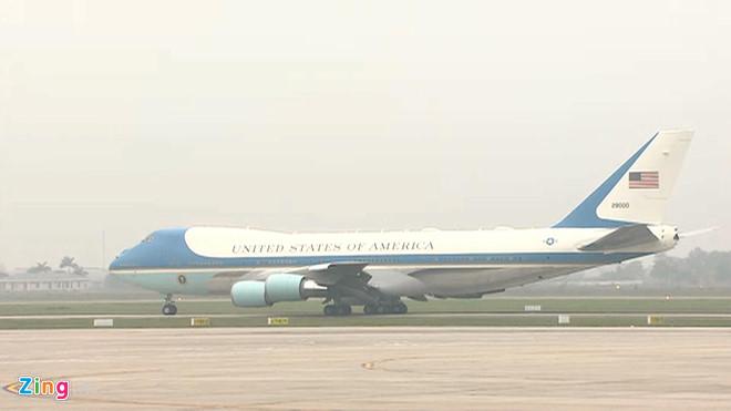 Tổng thống Trump lên Air Force One rời Nội Bài-2