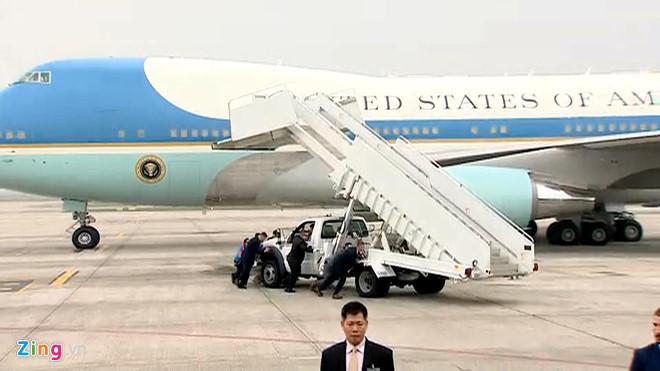 Tổng thống Trump lên Air Force One rời Nội Bài-5