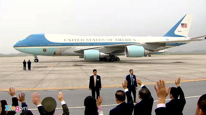 Tổng thống Trump lên Air Force One rời Nội Bài-3