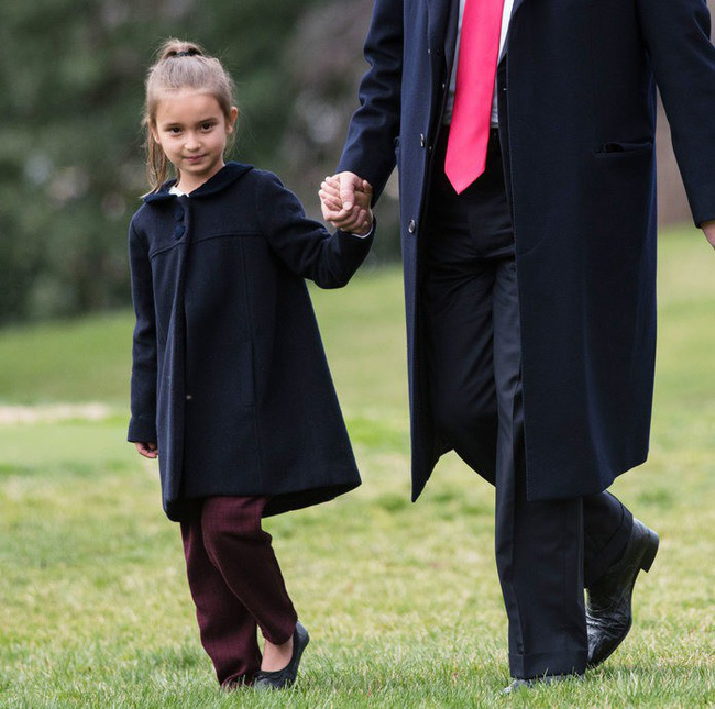 Sau quý tử út, đến lượt dàn cháu xinh như thiên thần của Tổng thống Trump gây sốt, nổi trội nhất là 3 đứa trẻ bên ngoại-18
