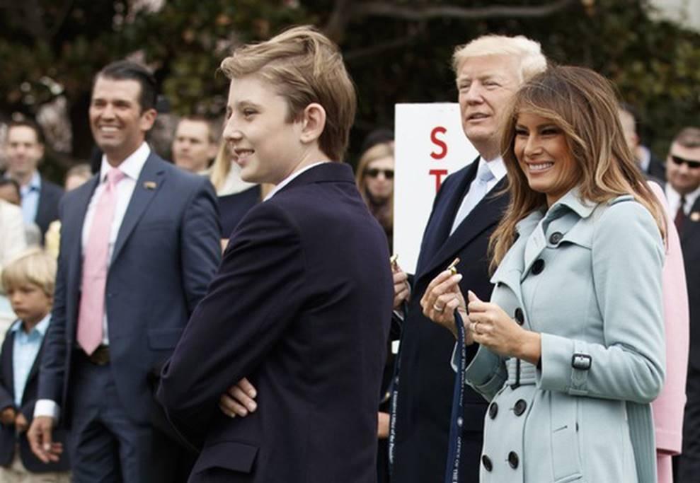 Cuộc sống đi lùi để quay lại vạch đích của con trai út Tổng thống Trump: Đến trường học cũng sang chảnh bậc nhất nước Mỹ-2
