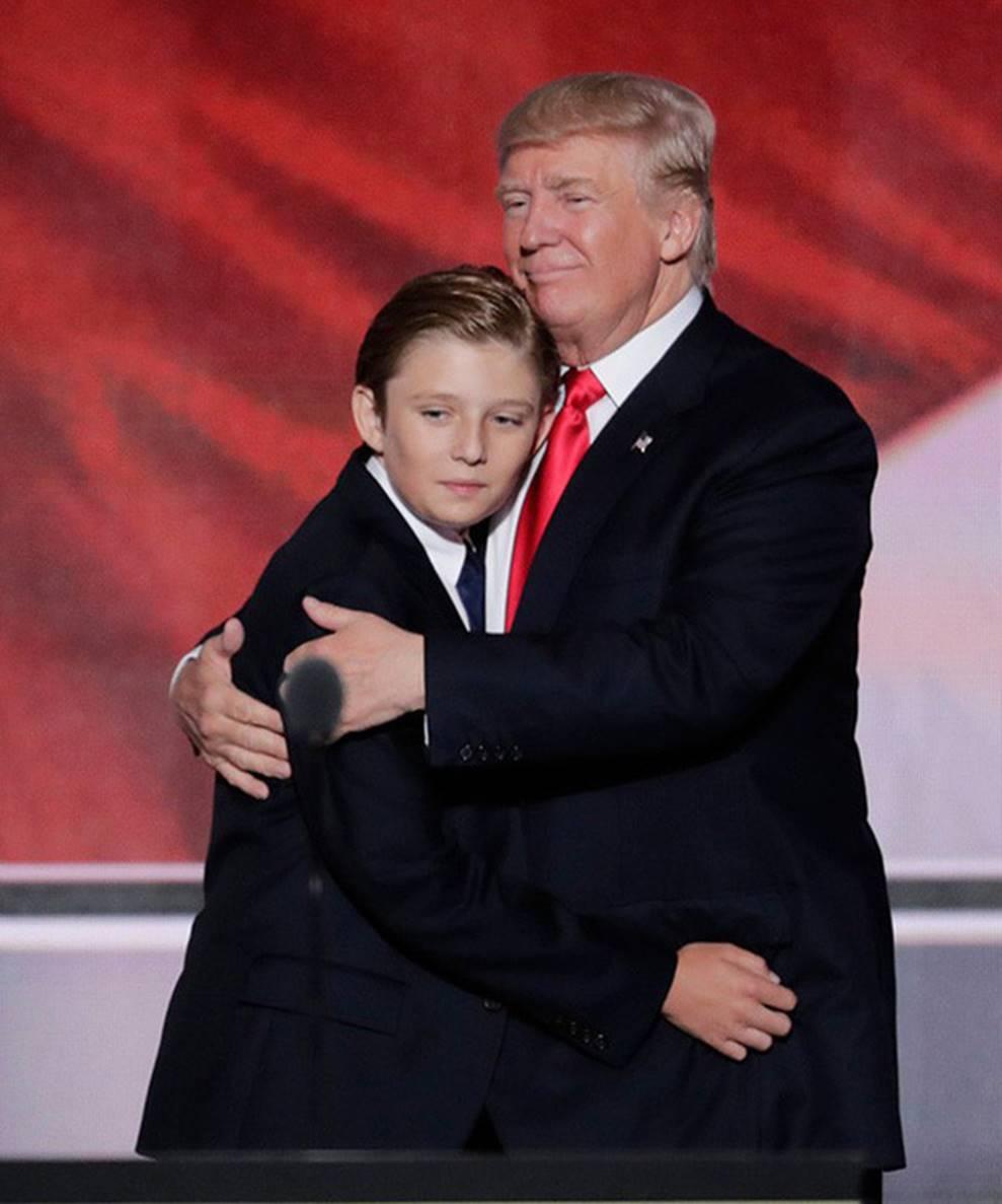 Cuộc sống đi lùi để quay lại vạch đích của con trai út Tổng thống Trump: Đến trường học cũng sang chảnh bậc nhất nước Mỹ-3