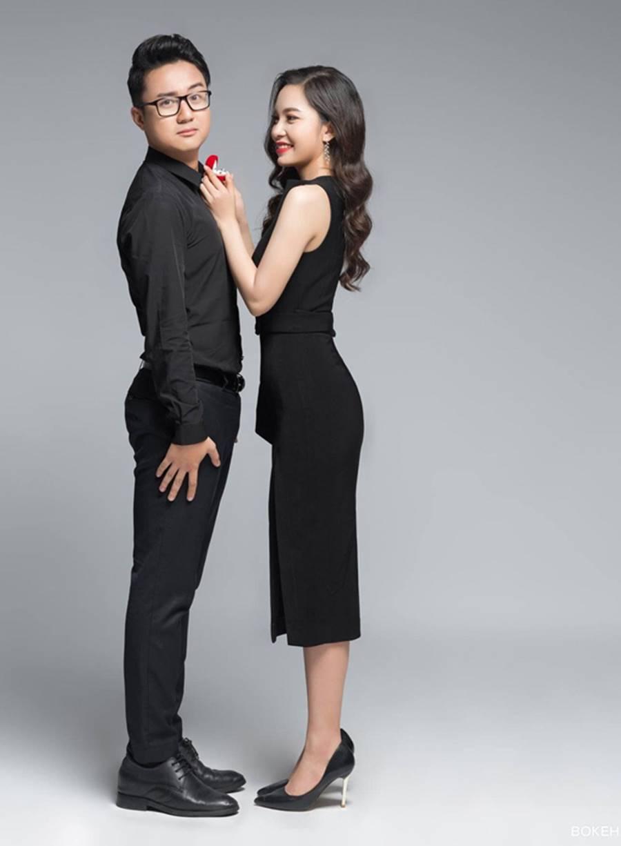 MC Cà phê sáng Dương Sơn Lâm tung ảnh cưới ngọt ngào với vợ 9X-2