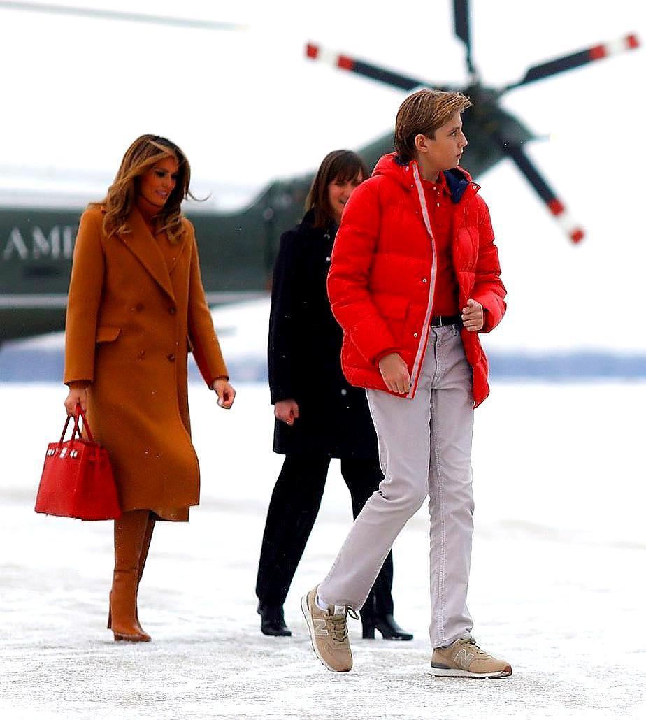 """Cậu út"""" nhà Tổng thống Donald Trump: Vẻ ngoài sáng láng như tài tử, gu thời trang chỉn chu lịch lãm ngay từ khi còn nhỏ xíu-13"""