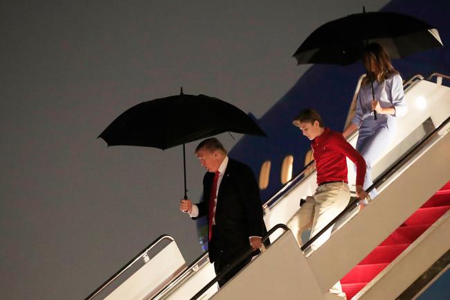"""Cậu út"""" nhà Tổng thống Donald Trump: Vẻ ngoài sáng láng như tài tử, gu thời trang chỉn chu lịch lãm ngay từ khi còn nhỏ xíu-14"""