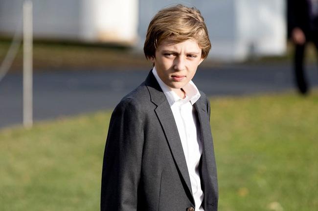 """Cậu út"""" nhà Tổng thống Donald Trump: Vẻ ngoài sáng láng như tài tử, gu thời trang chỉn chu lịch lãm ngay từ khi còn nhỏ xíu-8"""