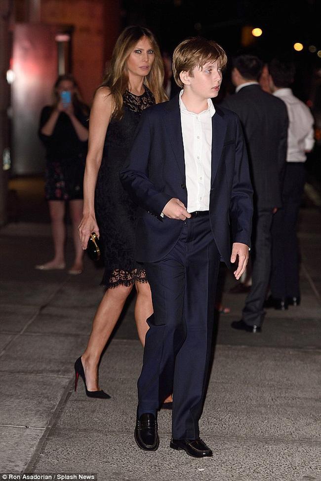 """Cậu út"""" nhà Tổng thống Donald Trump: Vẻ ngoài sáng láng như tài tử, gu thời trang chỉn chu lịch lãm ngay từ khi còn nhỏ xíu-9"""