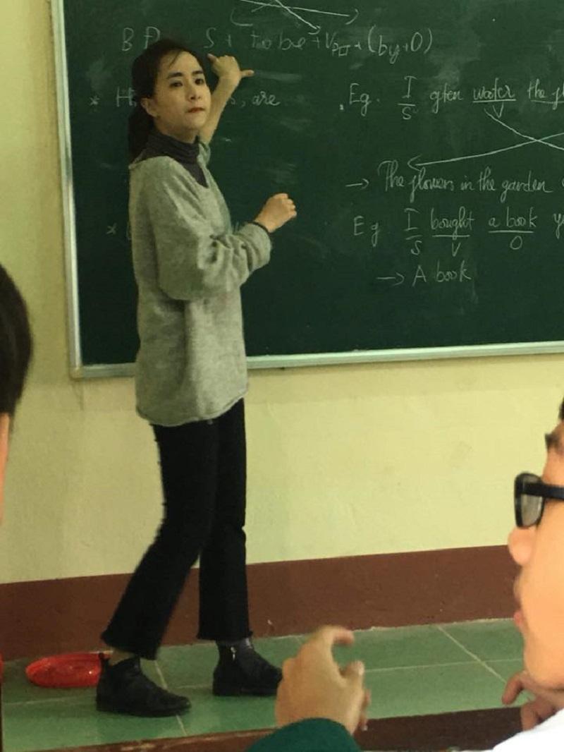 Bị học sinh chụp ảnh dìm, cô giáo thực tập vẫn nổi bần bật vì nét lai xinh đẹp chẳng kém hot girl Thái-1