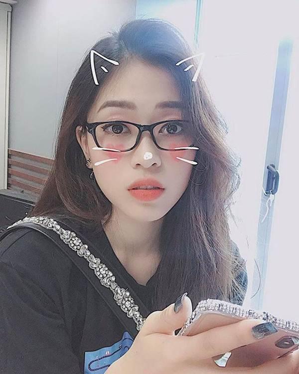 Hoa hậu Tiểu Vy khoe eo thon, dáng nuột khiến fan không ngừng xuýt xoa-4