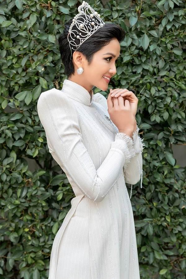 Hoa hậu Tiểu Vy khoe eo thon, dáng nuột khiến fan không ngừng xuýt xoa-8