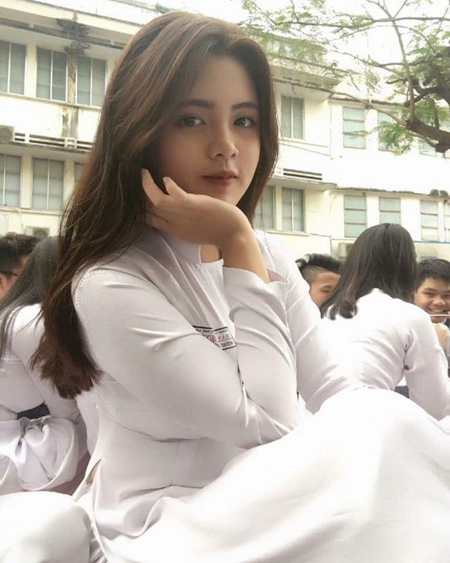 Những thiếu nữ Việt xinh đẹp, nổi tiếng sau 1 đêm nhờ mặc áo dài trắng-1