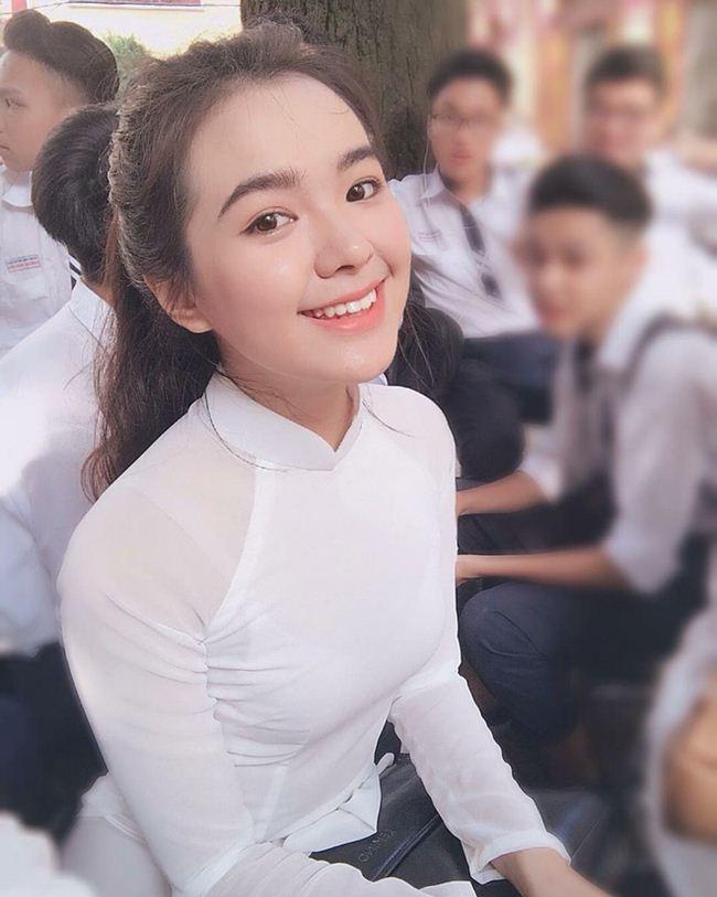 Những thiếu nữ Việt xinh đẹp, nổi tiếng sau 1 đêm nhờ mặc áo dài trắng-6