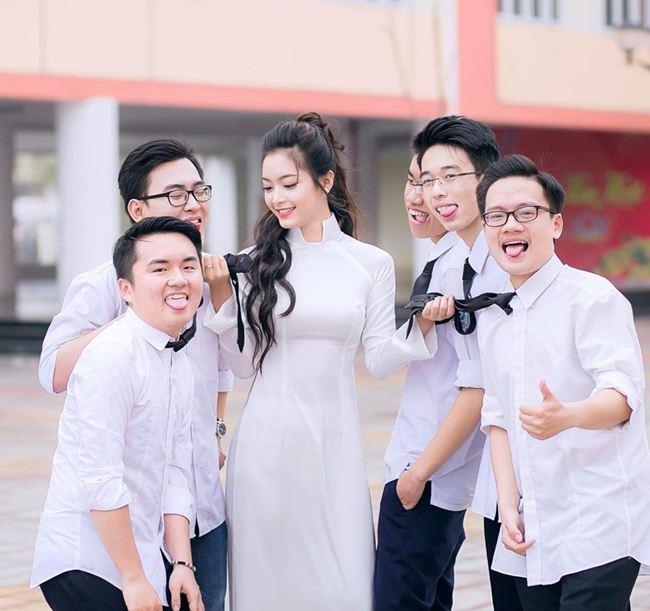 Những thiếu nữ Việt xinh đẹp, nổi tiếng sau 1 đêm nhờ mặc áo dài trắng-11