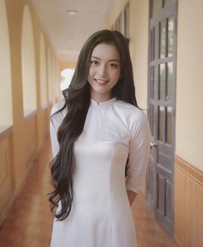Những thiếu nữ Việt xinh đẹp, nổi tiếng sau 1 đêm nhờ mặc áo dài trắng-8