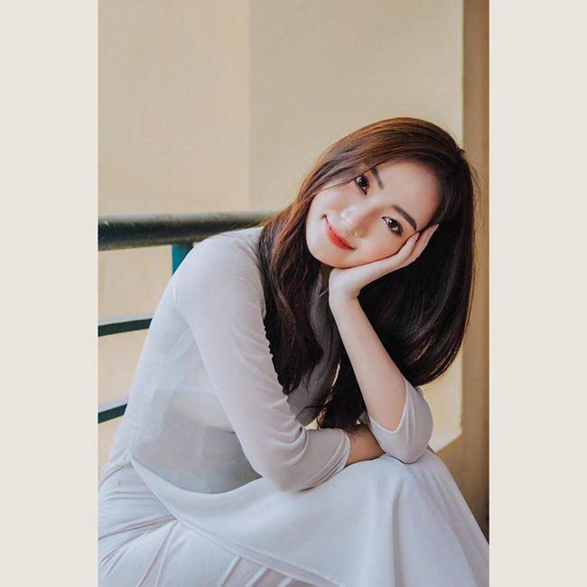 Những thiếu nữ Việt xinh đẹp, nổi tiếng sau 1 đêm nhờ mặc áo dài trắng-14