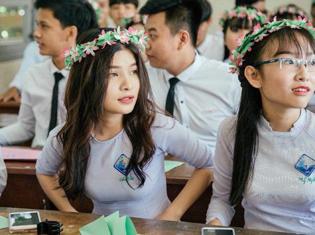 Những thiếu nữ Việt xinh đẹp, nổi tiếng sau 1 đêm nhờ mặc áo dài trắng-15