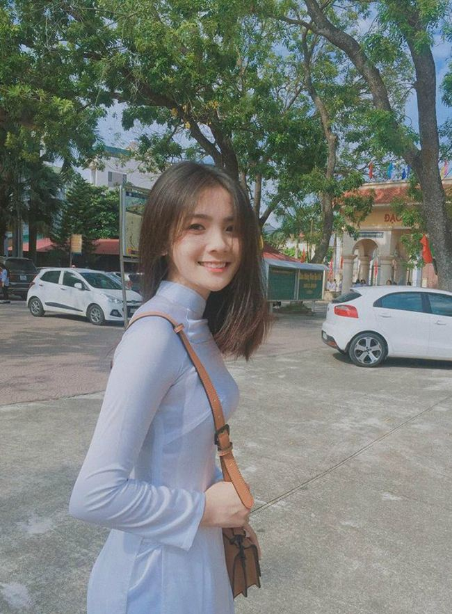 Những thiếu nữ Việt xinh đẹp, nổi tiếng sau 1 đêm nhờ mặc áo dài trắng-16