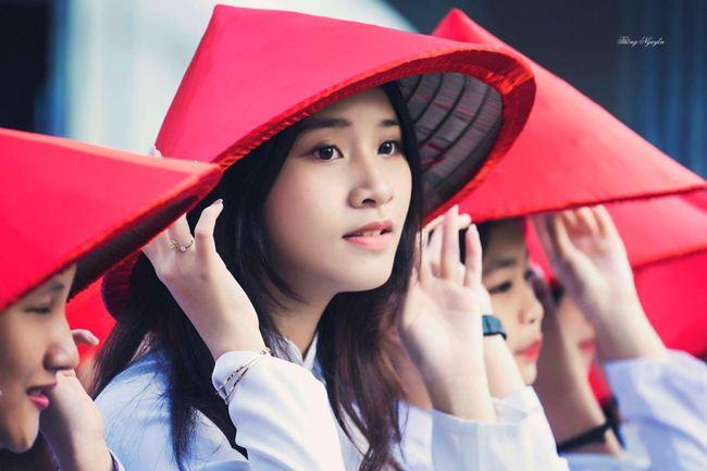 Những thiếu nữ Việt xinh đẹp, nổi tiếng sau 1 đêm nhờ mặc áo dài trắng-17