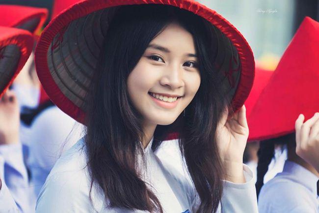 Những thiếu nữ Việt xinh đẹp, nổi tiếng sau 1 đêm nhờ mặc áo dài trắng-18
