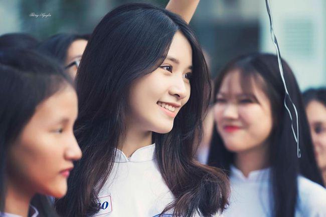 Những thiếu nữ Việt xinh đẹp, nổi tiếng sau 1 đêm nhờ mặc áo dài trắng-19